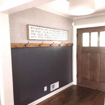 DIY Easy Entryway Makeover with Paint! • Mindfully Gray        DIY Makeover entrée facile avec d