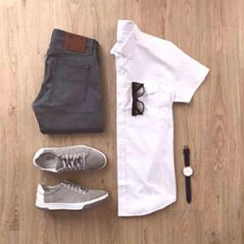 Going with a minimal casual Monday look. Rate this outfit 1-10 below ?? Shirt: @batchshirts Jeans: