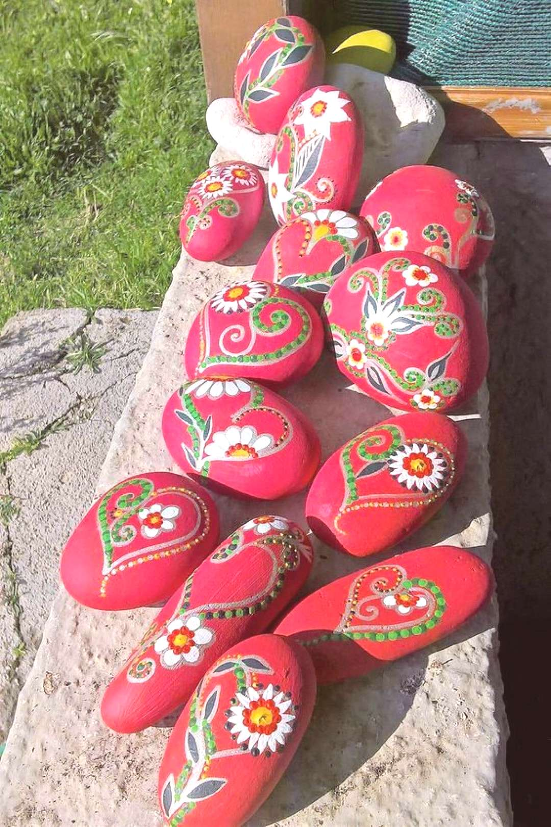Colorful amp Artsy Ideas for Painted Pebble and River Stone Crafts