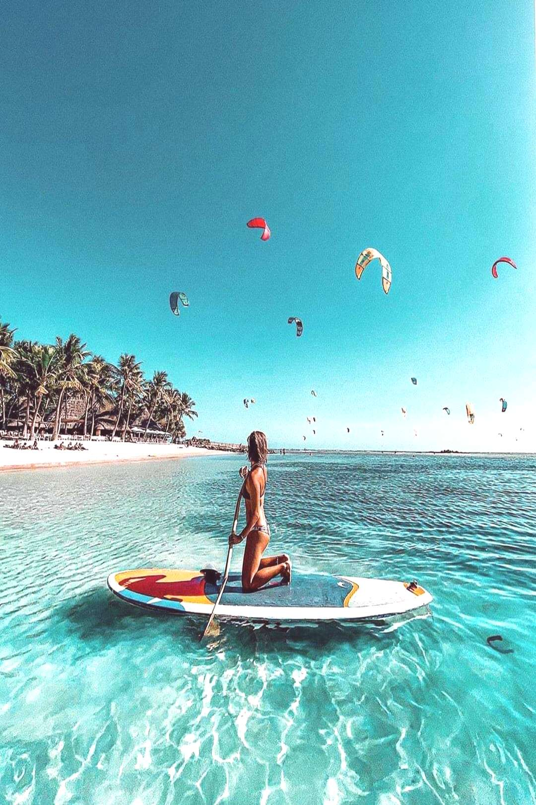 Paddle boarding to discover Nouméa .