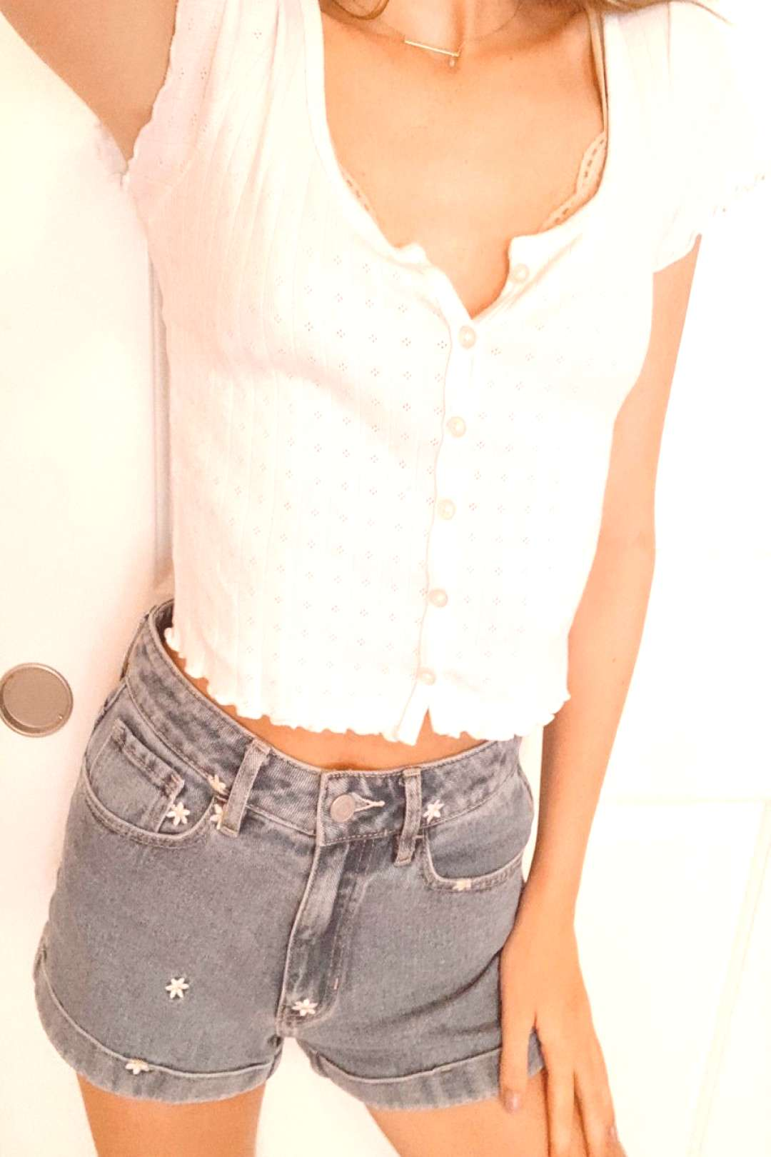 Summer Outfit White top and daisy shorts ?
